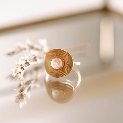 Bague en plaqué or rayons de soleil avec pierre précieuse de quartz rose