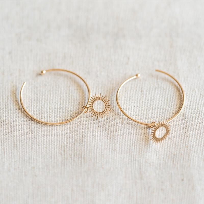 Boucles d'oreilles créoles en plaqué or avec soleil coulissant
