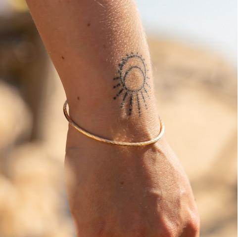 Bracelet fin torsadé plaqué or tendance
