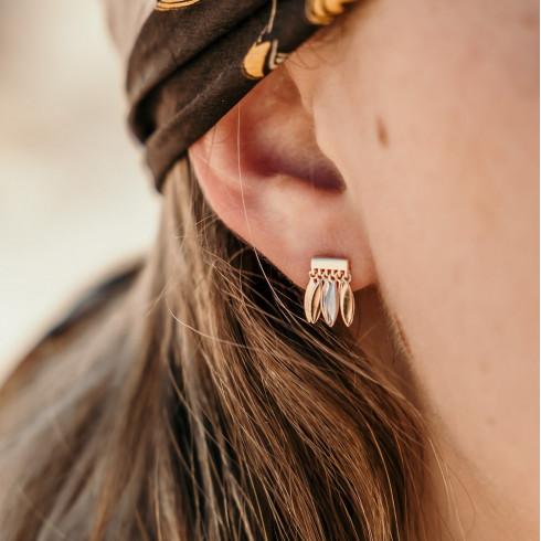 Petites Boucles d'oreilles créateur plaqué or avec breloques