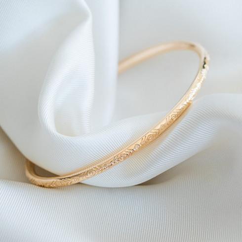 Bracelet fin rigide avec gravures plaqué or