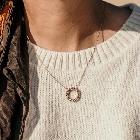 Collier créateur tendance avec feuilles de lauriers plaqué or
