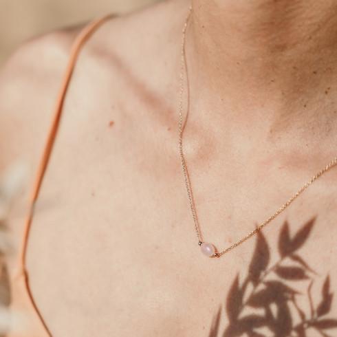 Collier fin plaqué or avec pierre de quartz rose véritable