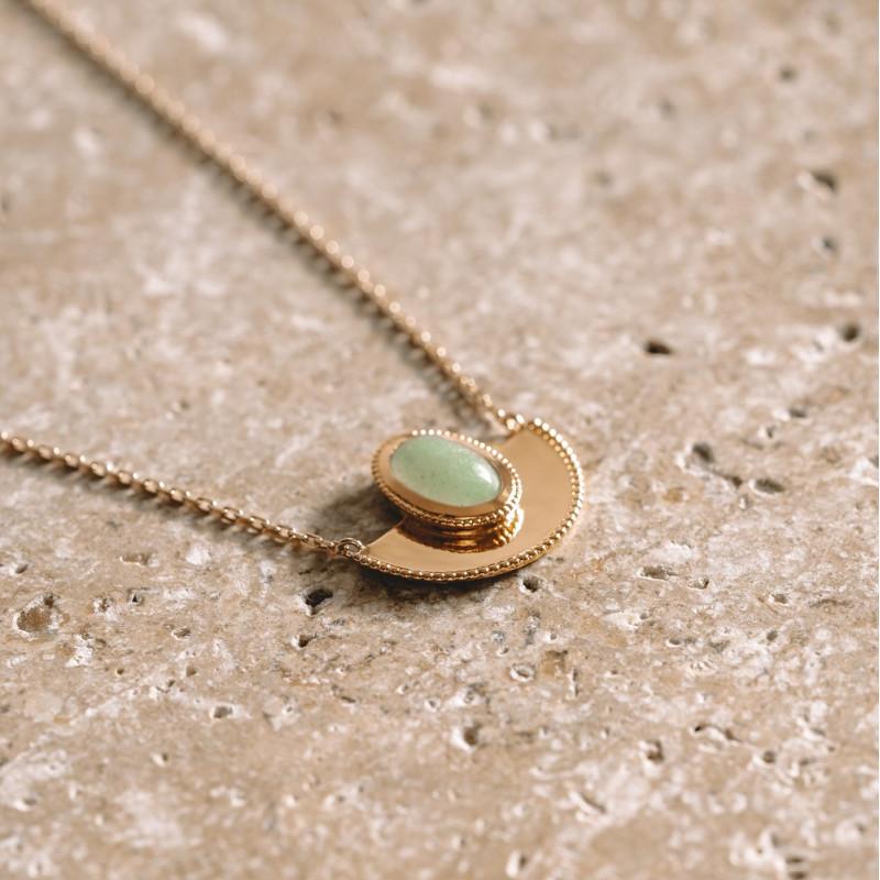 Collier fin plaqué or pendentif demi lune orné d'une pierre précieuse aventurine